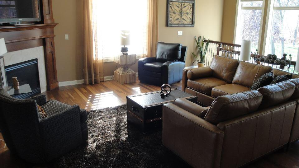 Landen-leather-sectional-room