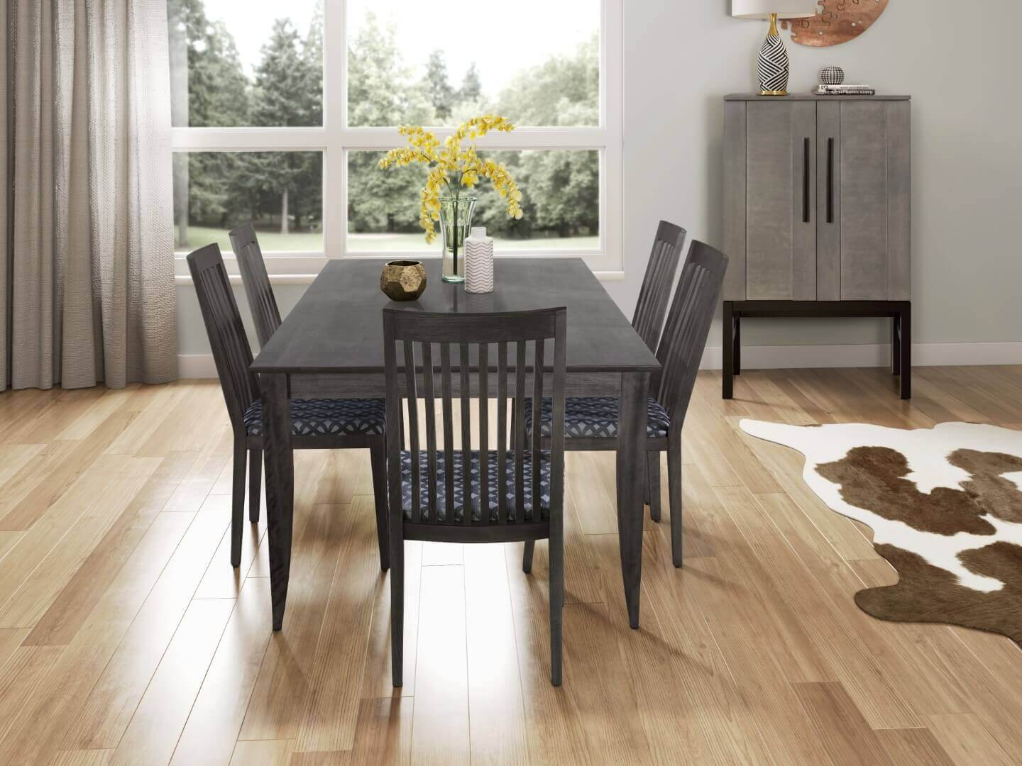 Saber Leg Extension Table 80 Dining Chairs