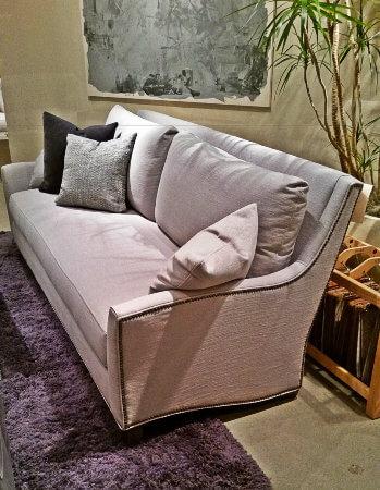 sofa_nailhead_trim